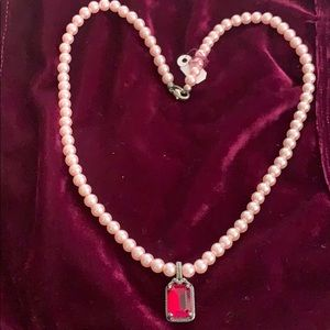 Jewelry - Pearly necklace with Redstone18 inches